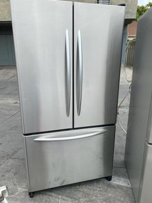 KITCHEN AID REFRIGERATOR WITH ICE AND WATER DISPENSER INSIDE for Sale in Oceanside, CA