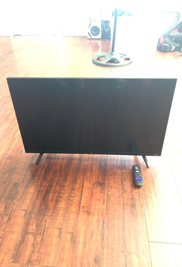32inch Roku TCL tv (SMART TV APPS INTALLED)
