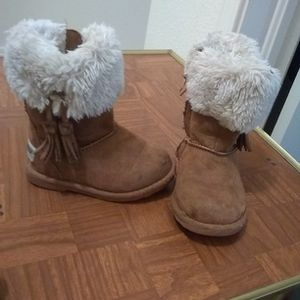 Little Girls Makalu Boots Size 6 for Sale in Oklahoma City, OK