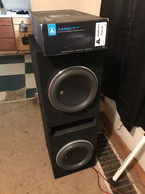 Hi im selling my jl w7 speaker with the amp for Sale in Centreville, IL