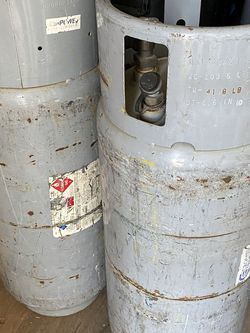 Set Of 2 Forklift Propane Tanks for Sale in Los Angeles,  CA