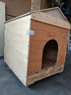 Dog house Casita para perro for Sale in Los Angeles, CA