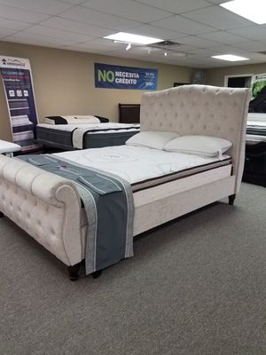 Queen beige PLATFORM bed with free delivery for Sale in Arlington, TX