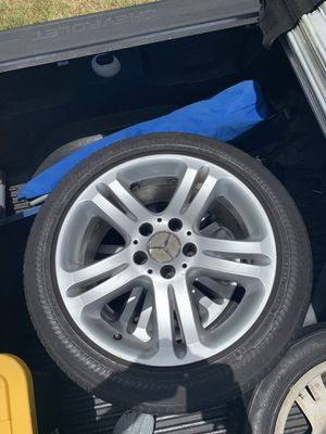 Mercedes E350 rims wheels tires 245/45RF17 Used tires for Sale in Coconut Creek, FL