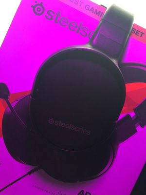 Steel Series Arctis 1 W/ RGB Headset Stand for Sale in South Gate, CA
