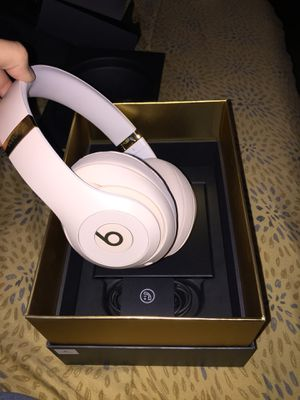 Beats Studio 3 Wireless Headphones Skyline Collection Desert Sand for Sale in Los Angeles, CA