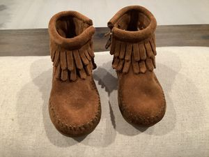 MINNETONKA Toddler Fringe Boots, size 4 for Sale in Chesapeake, VA