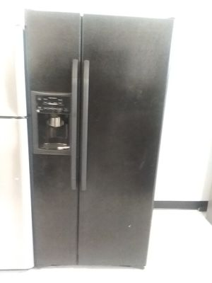 Ge side by side refrigerator used good condition 90days warranty for Sale in Mount Rainier, MD