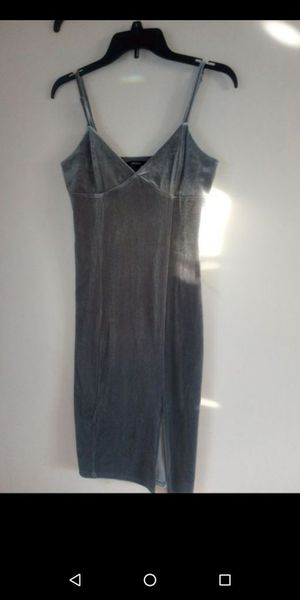 Forever 21 Velvet Dress / Vestido de terciopelo gris for Sale in Fullerton, CA