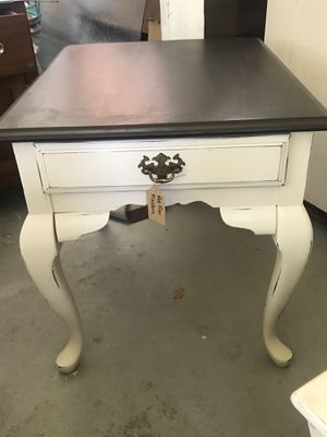 Painted end table for Sale in Frostproof, FL