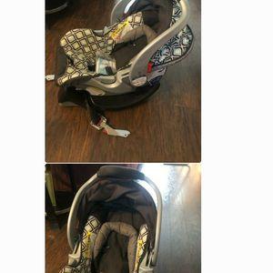 Infant Car Seat for Sale in Douglasville, GA