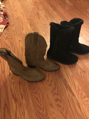 Boots size 31/2 and 4 for Sale in Knightdale, NC