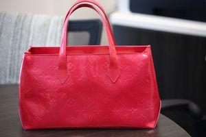 Authentic Louis Vuitton LV Monogram Pink Vernis Wilshire for Sale in Clackamas, OR