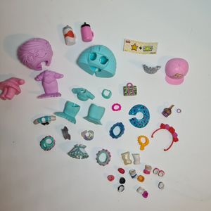 LOL Surprise! Dolls Accessories & clothes lot of over 35 pieces for Sale in St. Petersburg, FL