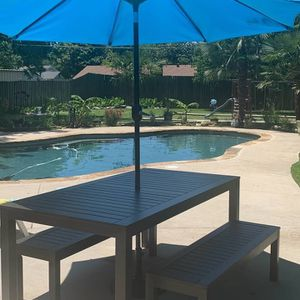 Outdoor Dining Set With umbrella for Sale in Bedford, TX