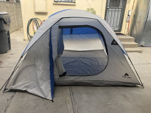 """4 person """"excellent condition """" tent for Sale in Lynwood, CA"""