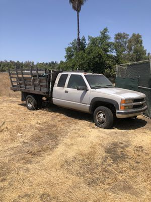 Chevrolet 3500 4x4 flatbed for Sale in Spring Valley, CA