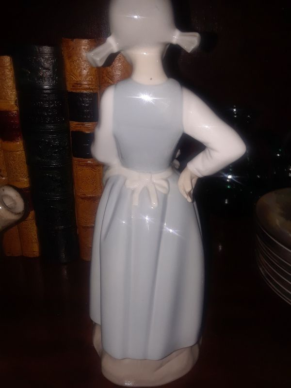 VINTAGE COLLECTIBLE LLADRO FIGURINE 'GIRL WITH A CAT'