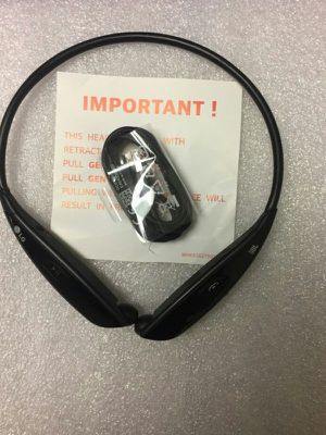 LG Bluetooth headphones retractable cable for Sale in Las Vegas, NV