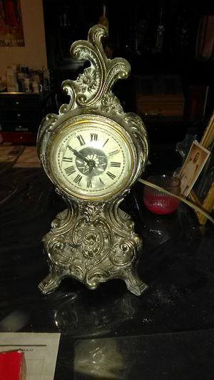 Vintage Beautiful Mantle Clock for Sale in Sanger, CA