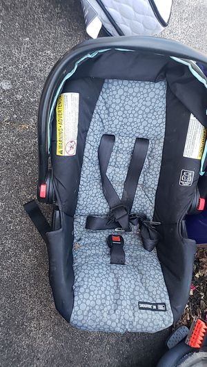 Graco child car seat and base. for Sale in Portland, OR