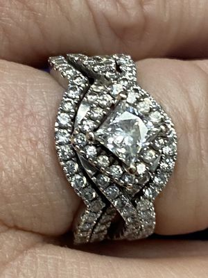 Leo wedding set, extra band, retail over 8k for Sale in Auburn, WA