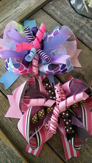Big Hairbows for girls. Two handmade Hairbows alligator clips for Sale in San Antonio, TX