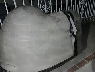 Free Igloo Dog House for Sale in Montebello,  CA