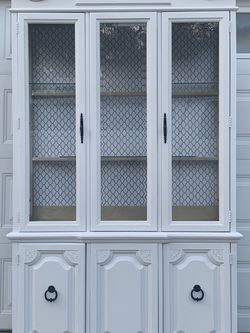 White Vintage China Cabinet for Sale in New Port Richey,  FL