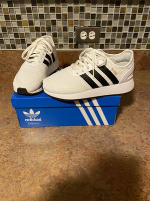 White and black adidas N5923 size 5 youth only worn once. for Sale in Chicago, IL