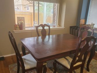 Dining Room Table With Leaf for Sale in Austin,  TX