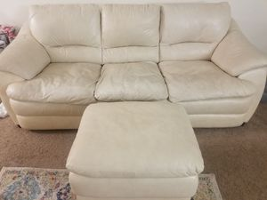 Couch eith ottoman for Sale in Des Plaines, IL