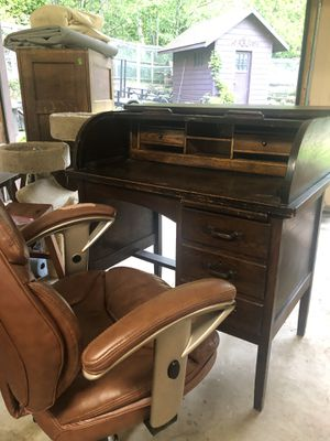 Antique Rolltop Traditional Wood Desk & Rolling Chair for Sale in Port Ludlow, WA