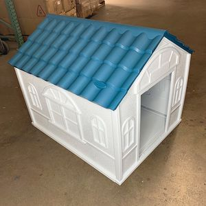 """Brand New $85 Plastic Dog House Medium/Large Pet Indoor Outdoor All Weather Shelter Cage Kennel 39x33x32"""" for Sale in Santa Fe Springs, CA"""