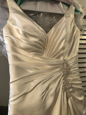 Allure Bridal Gown - Size 8 - No shipping, pick up only for Sale in Atlanta, GA