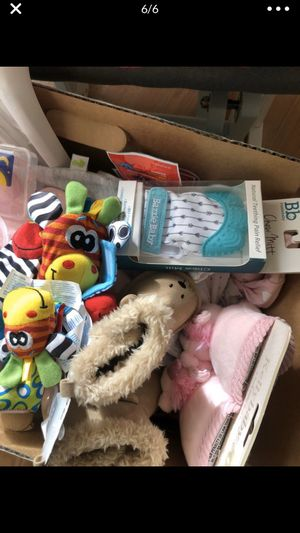 Box of baby stuff/ clothes for Sale in Palmdale, CA