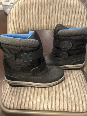 Kids Snow boots size 5 for Sale in Los Angeles, CA