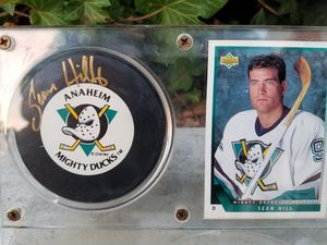 Sean Hill Rookie card with autographed official puck for Sale in Bellflower, CA