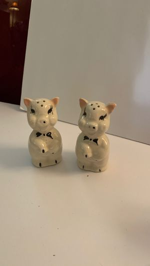 Vintage piggy salt and pepper shakers for Sale in Chico, CA
