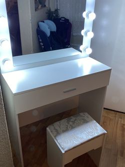 White Vanity Set With Led Lights Brand New for Sale in North Las Vegas,  NV