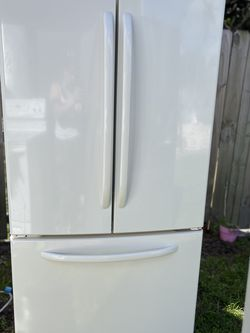 Refrigerator GE 33 wide for Sale in Hollywood,  FL