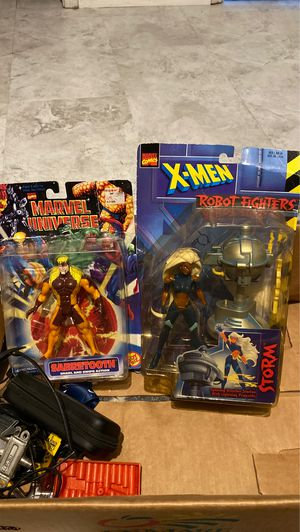 1997 sabertooth and storm action figures for Sale in Houston, TX