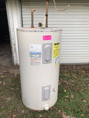Used GE smart water 50 gal electric water heater for Sale in Bowie, MD