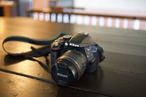 Nikon D3300 Digital SLR w/ 18-55mm Lens for Sale in Gulfport, FL