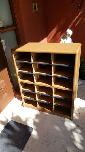 Metal with cardboard paper shelves for Sale in Miami, FL