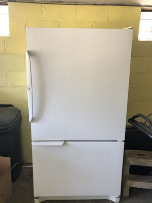 Amana Refrigerator for Sale in Natrona Heights, PA