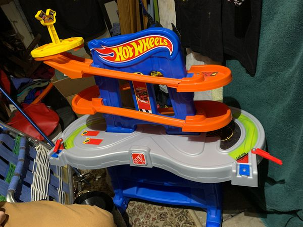 Step 2 hot wheels play table