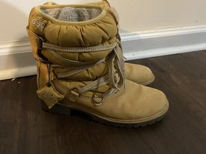 Timberland women's distressed hiking boots 8.5 for Sale in Knightdale, NC