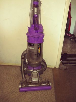 Dyson vacuum dont need it make me best offer good condition everything thing wroks all pieces are there for Sale in Norwalk, CA