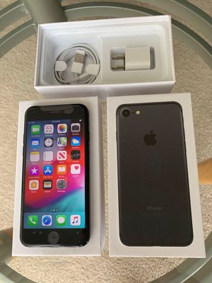 iPhone 7 factory unlocked 128gb Black for Sale in Northbrook, IL